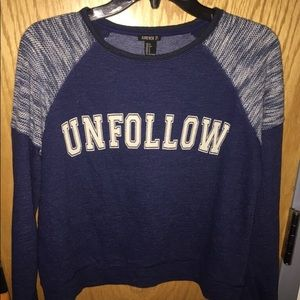 Forever 21 blue and gray unfollow print crop top